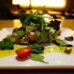 とりまる - 鶏とアボカドのルッコラサラダ(750円)
