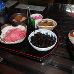 鶴亀庵 - メニューはざる蕎麦のみ。注文するとこれらの品が出てきます。