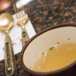 せんば自由軒 - まずは、スープと銅?のスプーンとナイフ