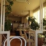 珈琲待夢 アマンド - H.27.4.30.昼 最奥テーブル席から入口方面