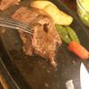 五色 - 料理写真:柔らかい!1000円高いロースステーキはどんなに柔らかいのでしょう。