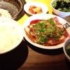 牛角 - 料理写真:スタミナガーリックカルビ定食( 牛バラトロカルビ120g) 880円(税込950円)