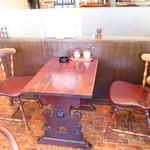 自家焙煎珈琲舎アポ - 昔よく座った席