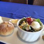 ベル ヴァン ブルージュ - サラダとパン