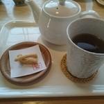 江戸政寿司 - 炙りサーモンクリームチーズ丼と5コのにぎりランチ(1290円) 和ウーロン茶とかりんとう