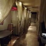 アラビアン酒場 ココブランカ - 店内(テーブル席1)