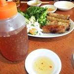 サイゴン - ベトナム風揚げ春巻き と ソース