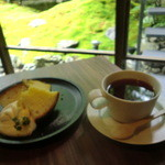 グリ グリ - バニラのシフォンケーキとケニア紅茶