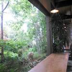 ヤサシイウタ - カウンター席からの眺め。