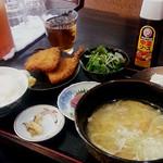 味労 - 鯵フライ豚汁定食(900円)