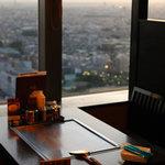 華 千房 - 窓際のお席では絶景を楽しみながらお食事がご堪能頂けます。