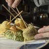 八百起 - 料理写真:カラっと香ばしく揚がった、サクサクの天ぷらに舌鼓