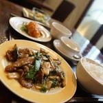 チャイニーズ厨房 華茶花茶 - 牛ロースとヒトビロオイスタ炒め定食