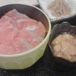 38011861 - サーモン丼とウニ!