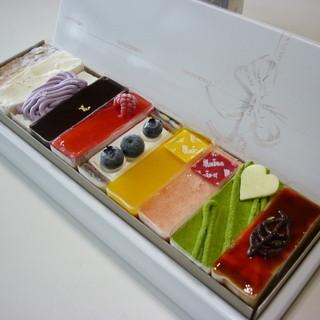 モナムール 清風堂本店 - 料理写真:スイーツバイキングセット(箱ごと)