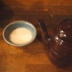 キャラヴァンサライ包 - 乳酒?これは牛乳です!でもお酒♪どんどん出てくる魔法のポットで♡