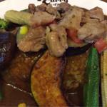 38036013 - 野菜どっさりカリー930円+煮込みスジ260円