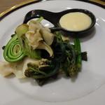 六九和 - つぶ貝と山菜の白味噌ソース添え