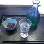 38087069 - 梅クラゲ(100円)・日本盛 すきっと冷酒(250円)