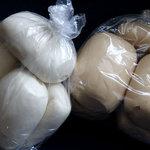 鹿港 - 料理写真:まん頭 一個70円と黒糖まん頭 一個80円