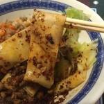 王楽園  - 指2本ぐらいの太さの麺!