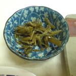 大橋屋 - チャーハン¥600 小鉢(山葵の茎?)