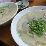 長浜ラーメン - 長浜ラーメン(左) 550円 と チャーシューメン(右) 750円