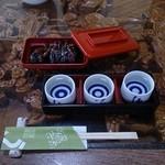 コジマヤ本店 - 肝焼と日本酒飲み比べ三種
