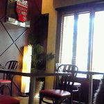 cafe MONZA - 店内はこじんまりとしてます