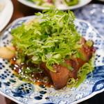 よし田 - 豚の角煮、大根