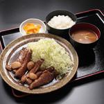 御在所サービスエリア(下り線)とんとん食堂 - 料理写真:とんてき定食 オリジナルソースが決め手です