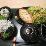 鎌倉 六弥太 - 鎌倉バーグ御膳 山葵醤油 釜揚げシラスご飯に変更