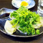麺工房 武 - 手作りのパクチー入り水餃子(450円)+更にパクチー大盛り(100円)