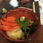 北の漁場 - 親子丼だが生姜ワカメたっぷり丼