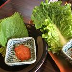 焼肉の吉田 - ゴマの葉&チシャ