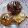 ムラヤマベーカリー - 料理写真:今回購入のパン、アンパンマンパンとカレーパンとチーズパン