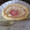 アデリーヌ長栄堂 - 料理写真:苺のロールケーキを切ったもの。