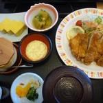さんぞくや - チキン南蛮定食(820円)・・かなりのボリュームです。 定食類に関しては、ご飯はお代わり無料だそう。