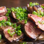 居酒屋さばお - 炙り黒毛和牛のタタキ A4ランクのモモ肉です。
