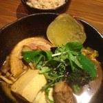 奥芝商店 駅前 創成寺 - 豚の丸煮と福井豆腐カリー+ごぼう、ブロッコリー(もくしば)