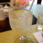 レ・ザンジュ - 自家製レモンスカッシュ