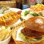 ジャクソンホール - 当店のお料理はソース、ドレッシッングももちろんすべて手作り。素敵な雰囲気の中でお楽しみください。