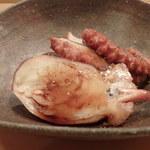 寿し おおはた - 明石のイイダコ煮。                             旬ですねぇ。卵がつまっていてうまいです。