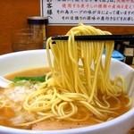 三四郎 - パツンパツンの細麺