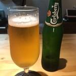 加古川ワインバル - まずはカールスバーグ、甘みのあるビール、美味い!