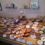 ファミリーベーカリーパンダ - 料理写真:店内 パン