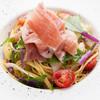 ディッシュ - 料理写真:パルマ産生ハムと旬野菜のペペロンチーノ