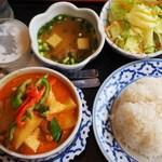 バンタイ - 鶏肉のレッドカレー(+50円でタイ米)