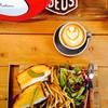 デウス エクス マキナ - 料理写真:サンドイッチとラテ