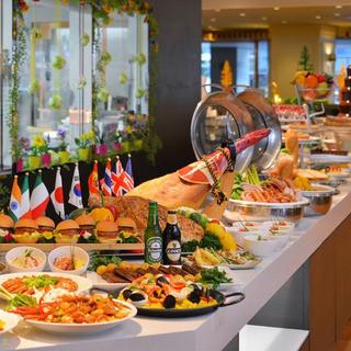30mのビュッフェカウンターに和洋中のお料理が競演!
